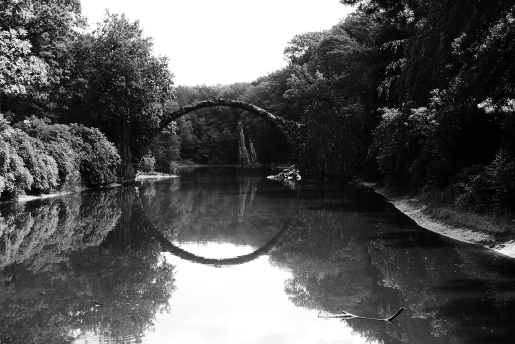 bello-black-and-white