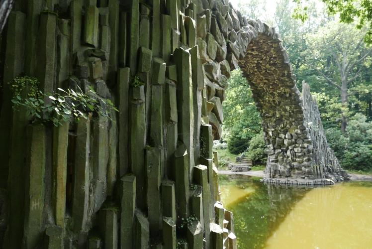 contrast-stones
